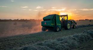 cms_obrazek-traktor