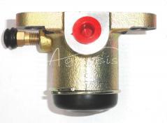 Cylinderek hamulcowy prawy ZETOR 16227929